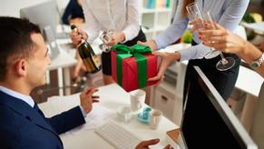 Корпоративные подарки: как вручать бизнес-сувениры. Учимся деловому этикету
