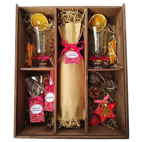 Рождественский глинтвейн в деревянном ящике