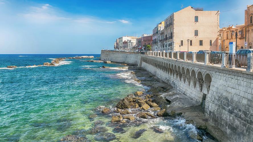 Costa de Ortigia ilha na cidade de Siracusa , Sicilia