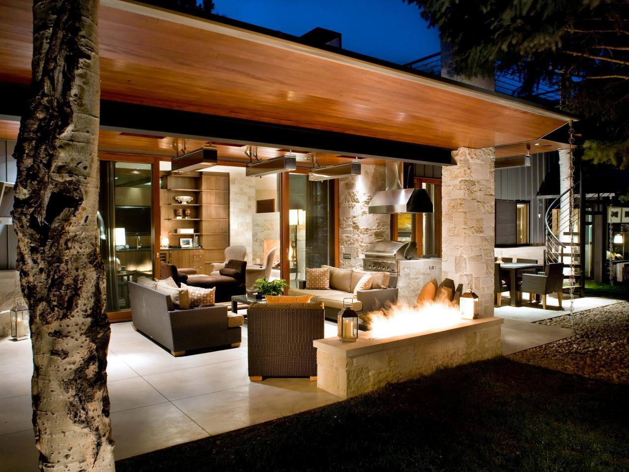 Effective-Outdoor-Kitchen-Designs-with-.