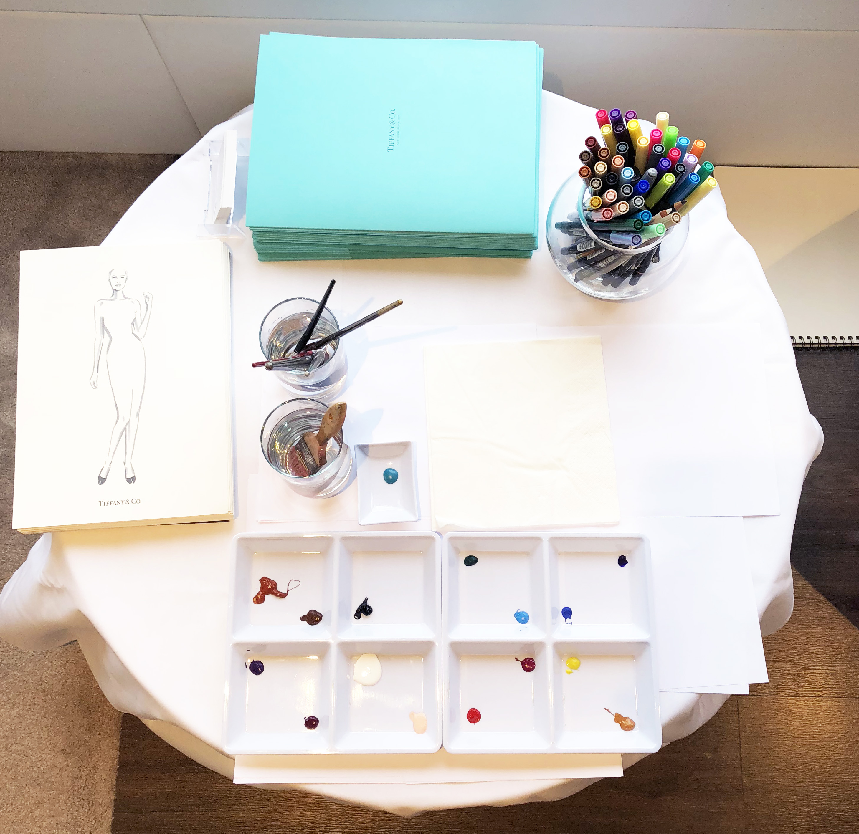 Art supply table for live drawing