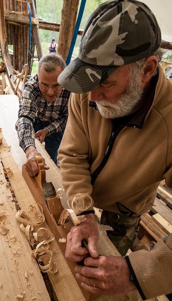 Det høvles skipsbord til vikingskipet