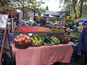 early summer farmers market at sandpoint display