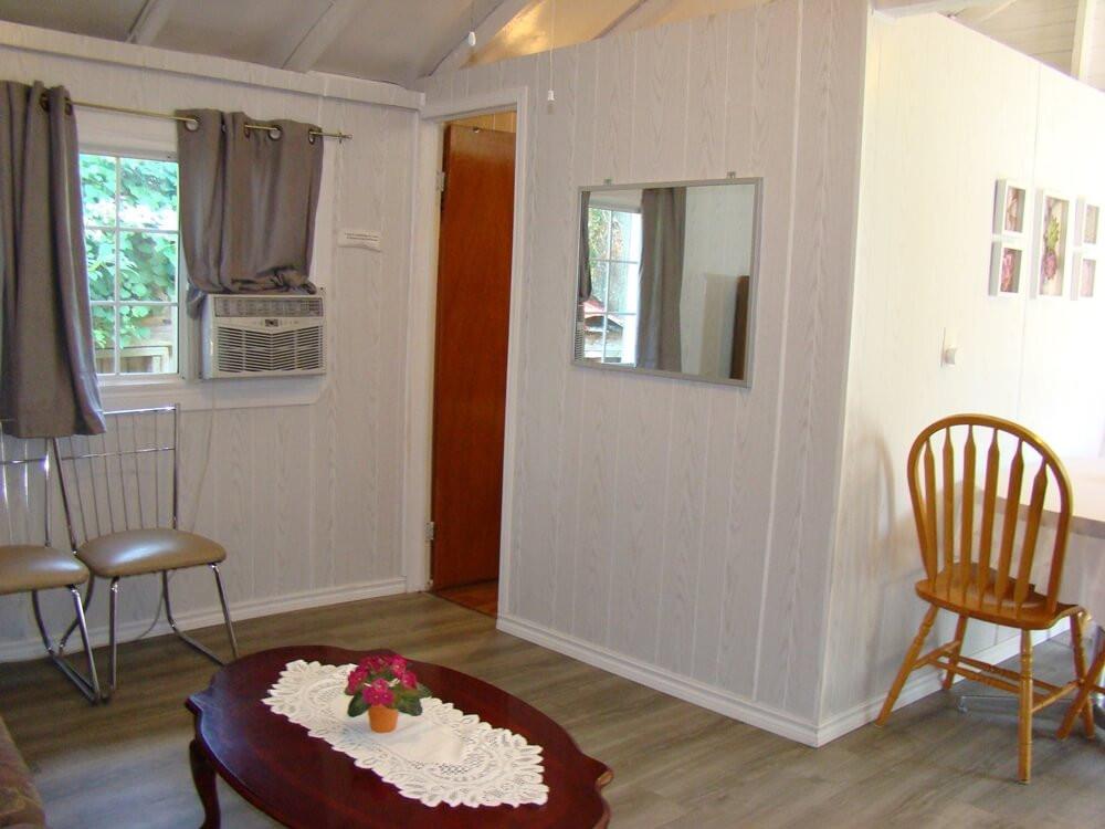 Cottage 4 living room