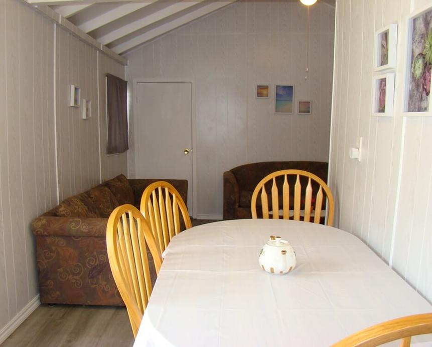 Cottage 4 dining
