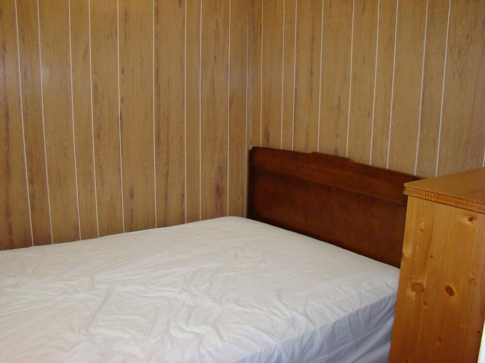 Cottage 4 Bedroom 2