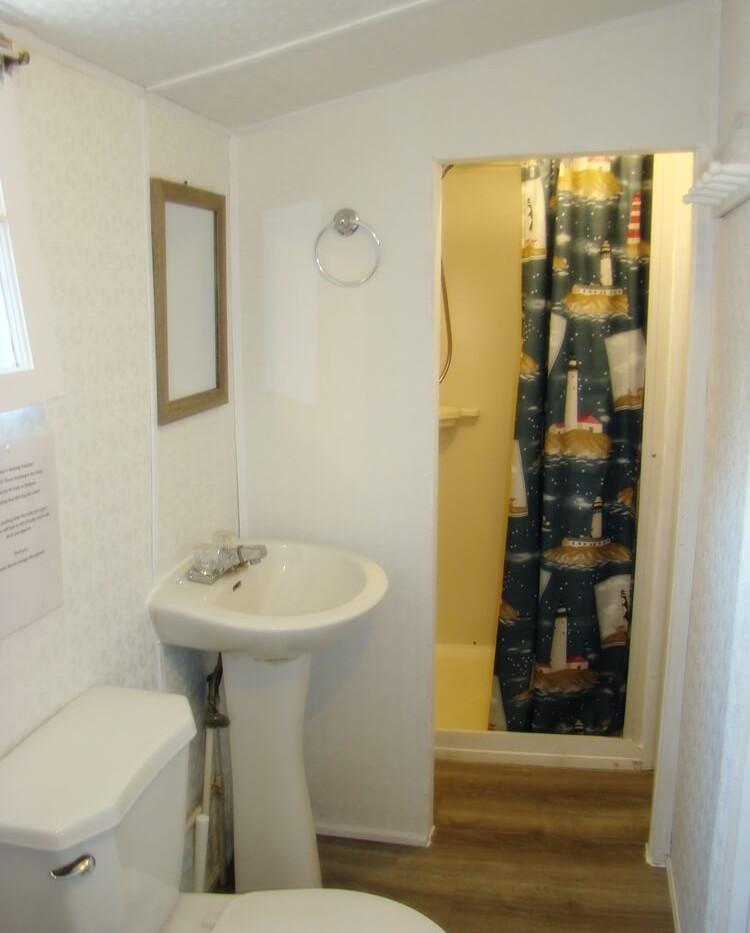 Cottage 4 Bathroom