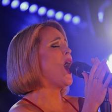 FEMALE SINGER ELAINE GRAY