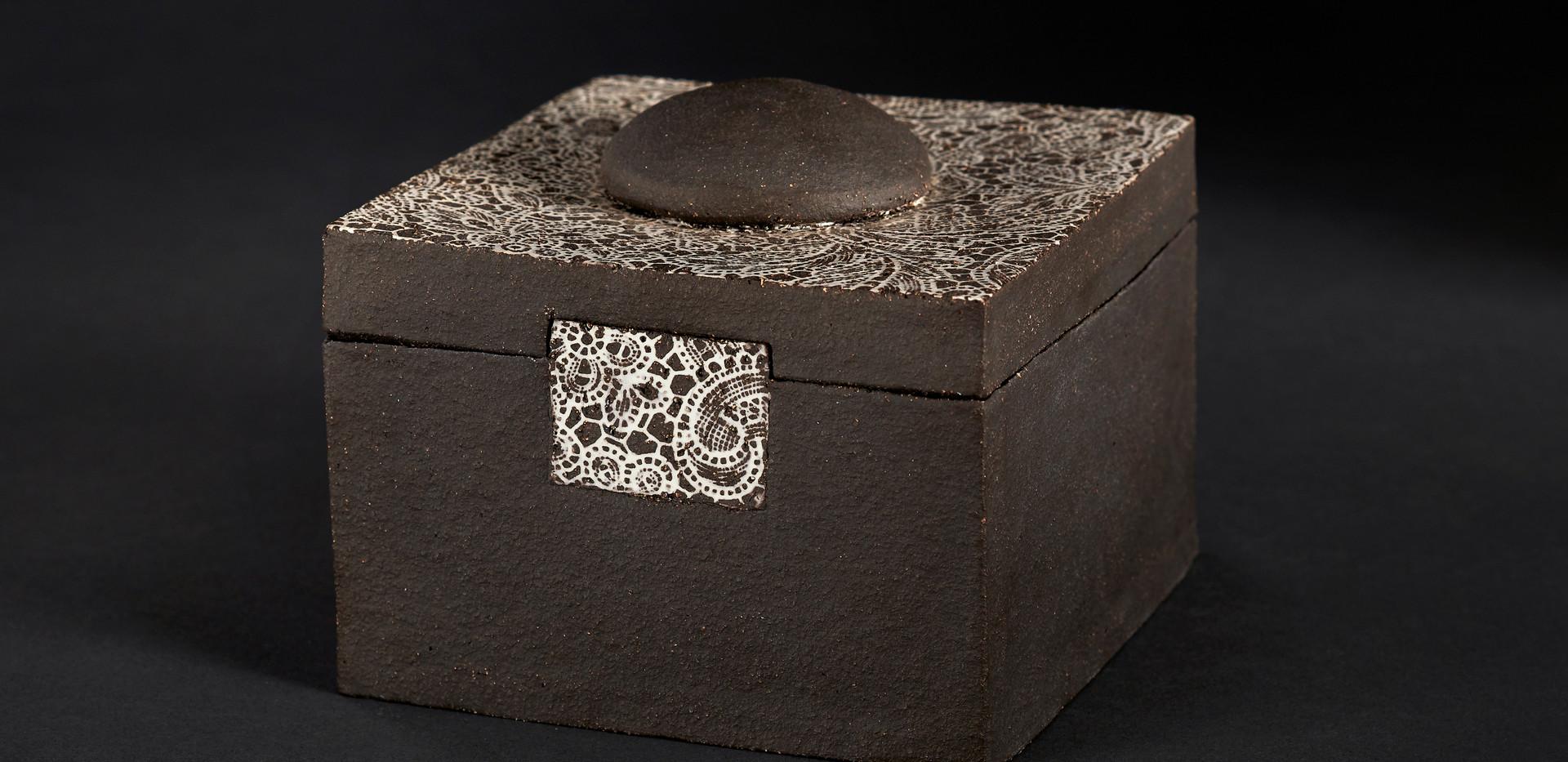 Boîte orient carrée  haut 8 cm larg 16 cm / 16 cm