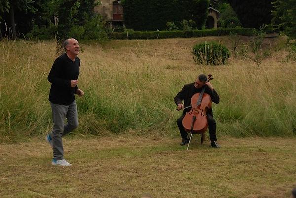 oésie au jardin Didier et Cello.jpg
