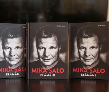 """Uutuuskirja F1-kuljettaja Mika Salosta: """"Kyllä 110 kisaa on yksi elämäntyö"""""""