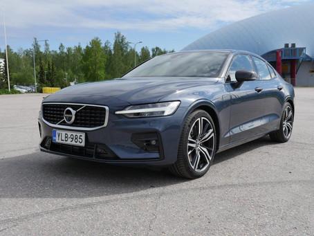 Koeajo: Volvo S60 T5 R-Design - sporttinen porrasperä