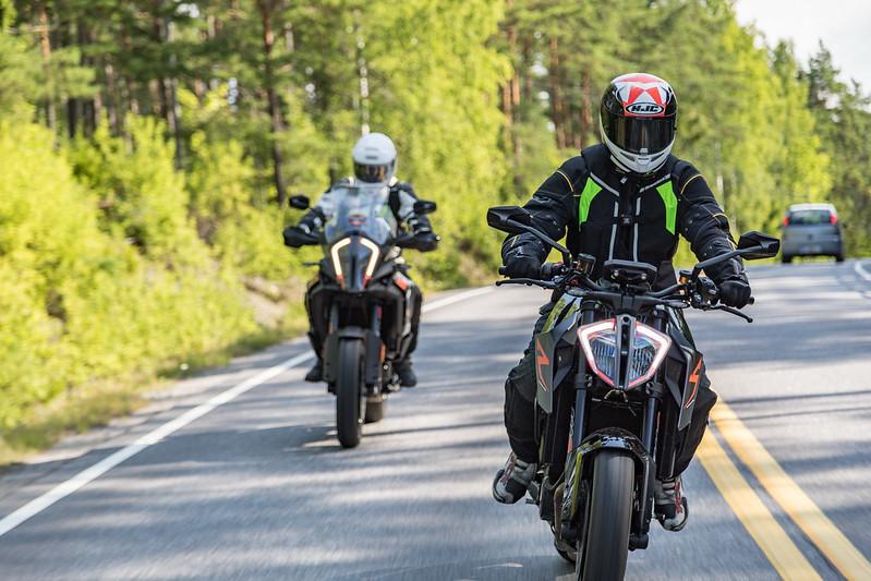 Liikenneturva muistuttaa: Moottoripyöräilyn turvallisuuskehityksessä parantamisen varaa