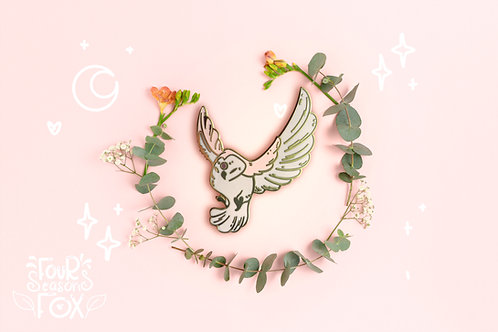 waxing crescent Owl enamel pin