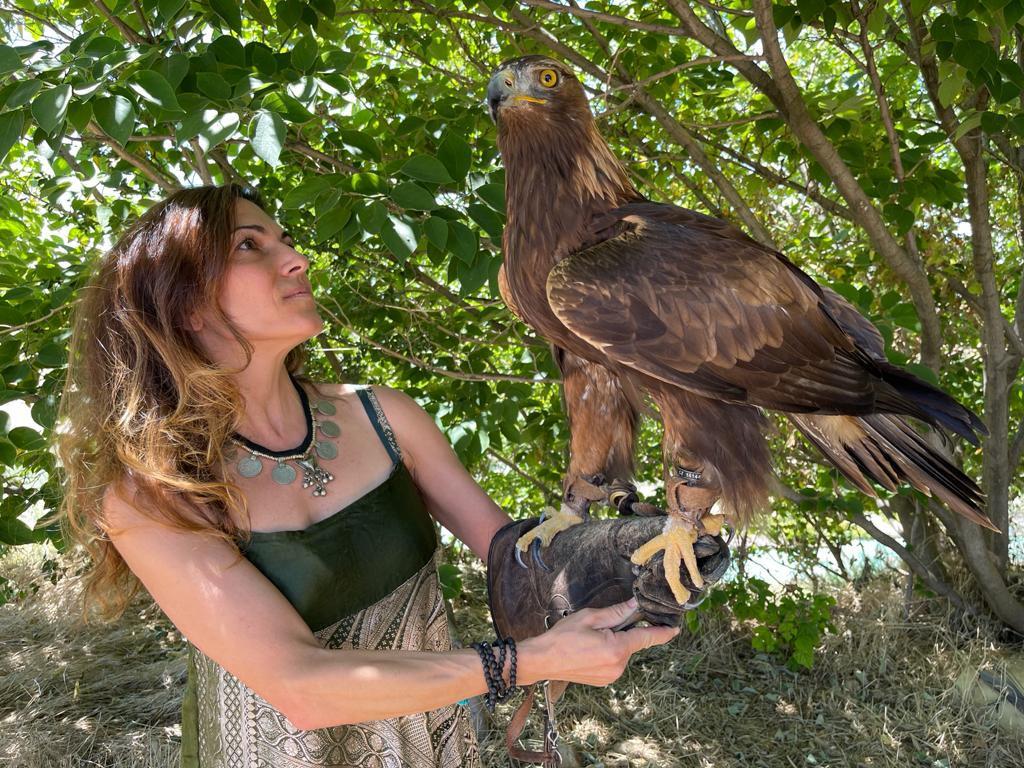 Masaje con plumas de Águila