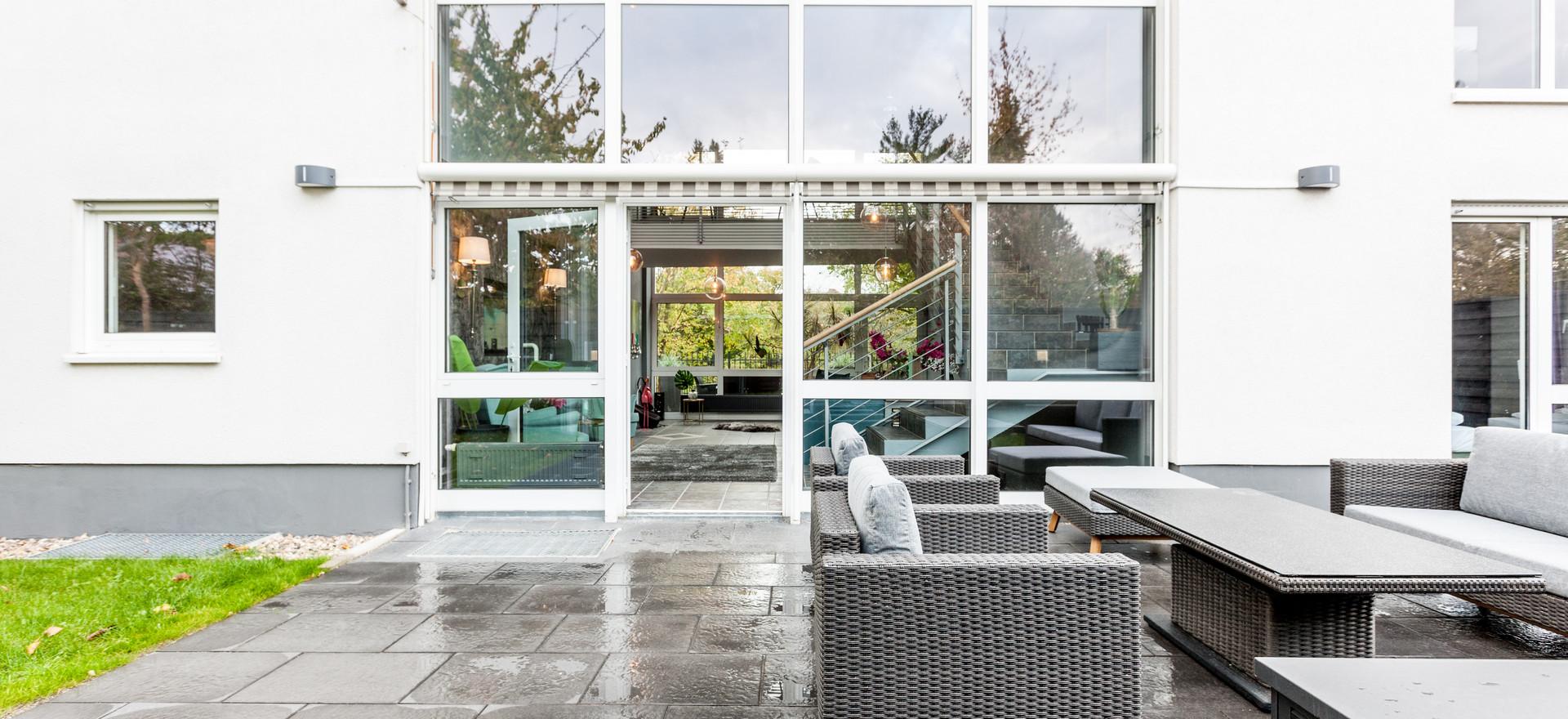 Garten (Terrasse & Hintereingang)