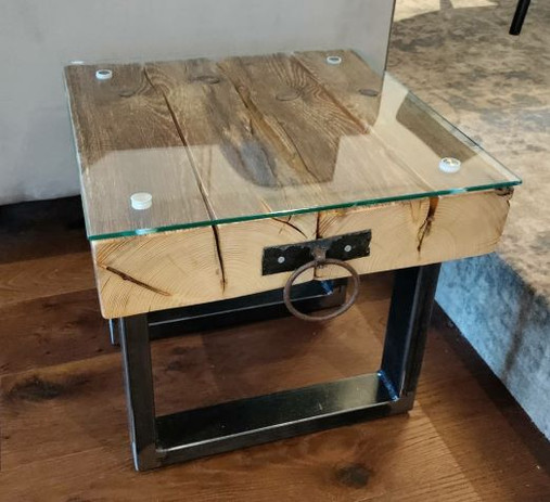 Tisch/Beistelltisch aus Altholz/Massivholz