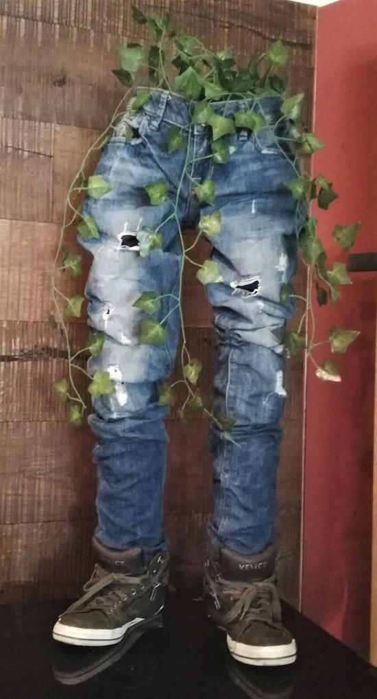 Blumenständer aus versteifter Jeans