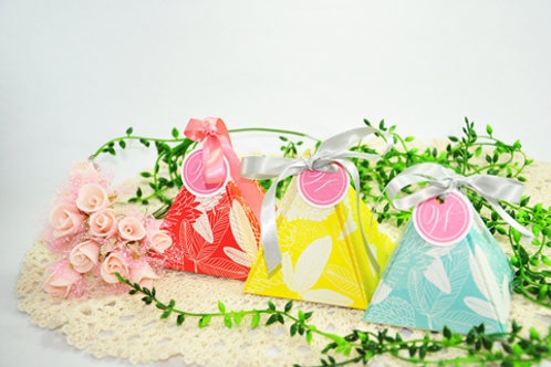 Pyramid Gift Box With Ribbon