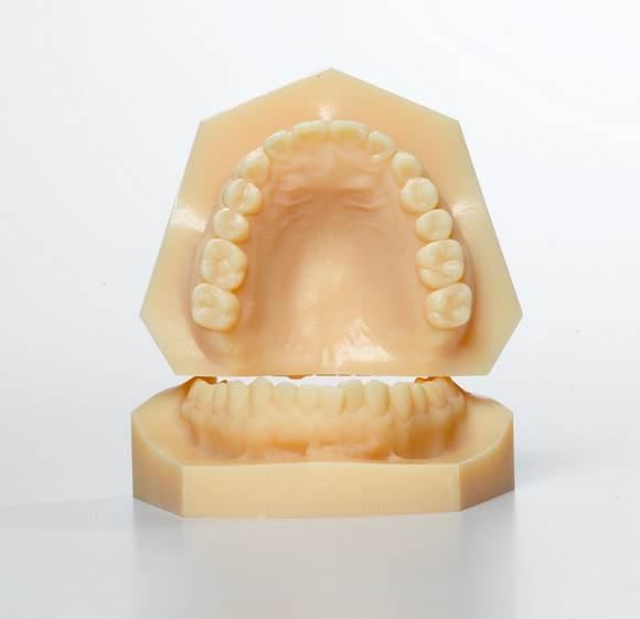 Angus-3D-Solutions-False-Teeth.jpg