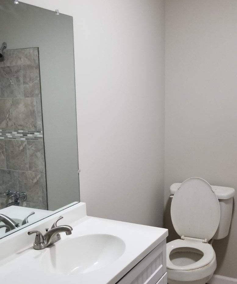 505 Burns Rd - Guest bathroom