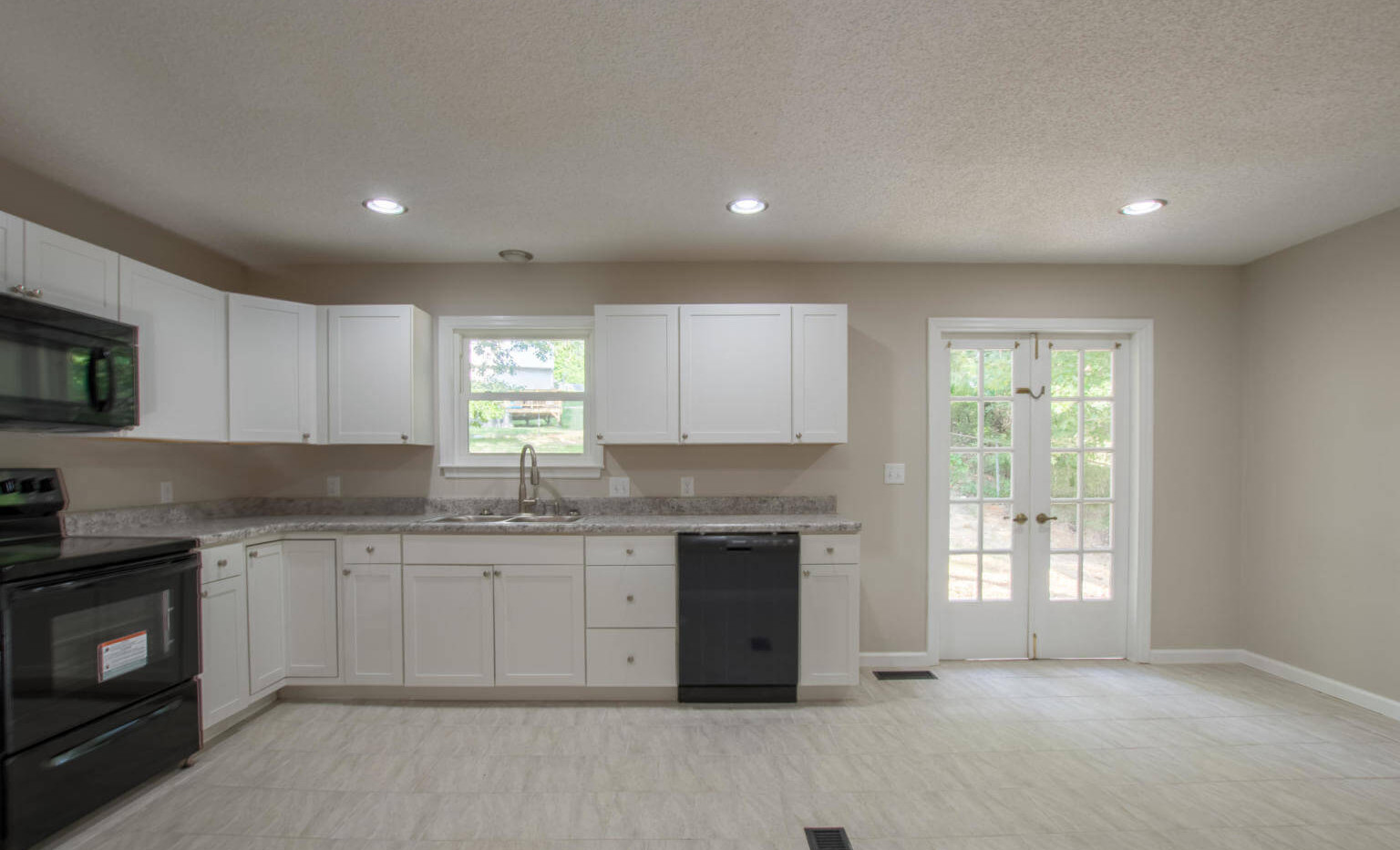 7512 Irongate Dr, Hixon - Kitchen 3.jpg