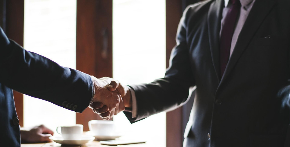 Realtor and client shaking hands, but should you really list with a realtor?