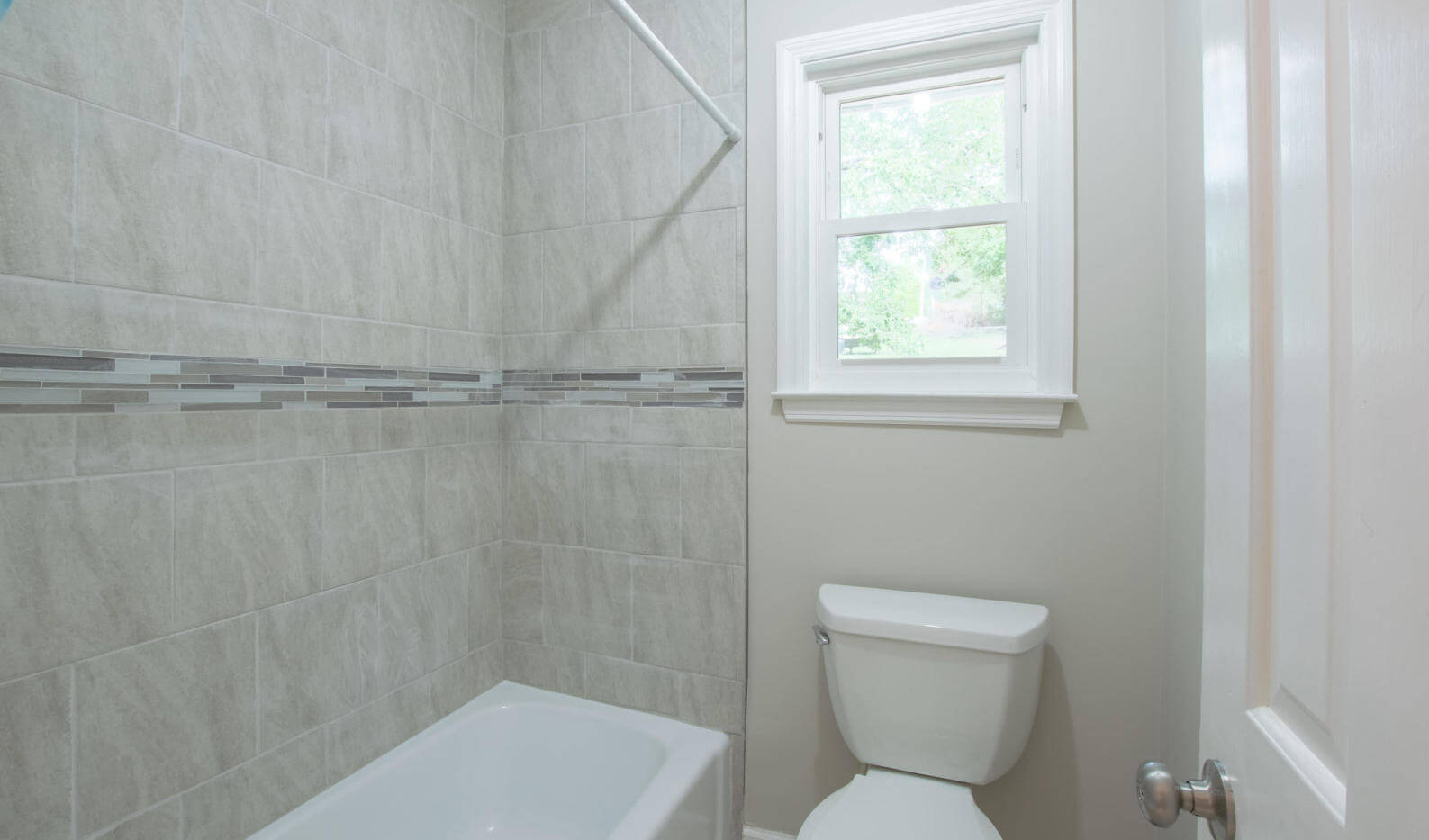 7512 Irongate Dr, Hixon - Guest Shower.j