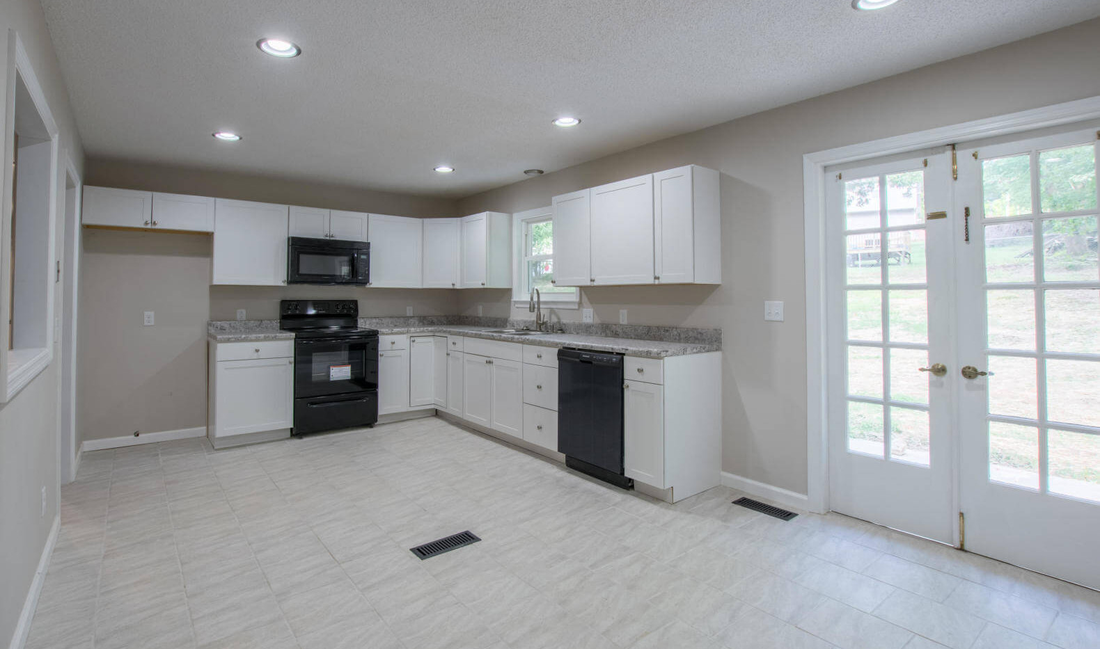 7512 Irongate Dr, Hixon - Kitchen 2.jpg