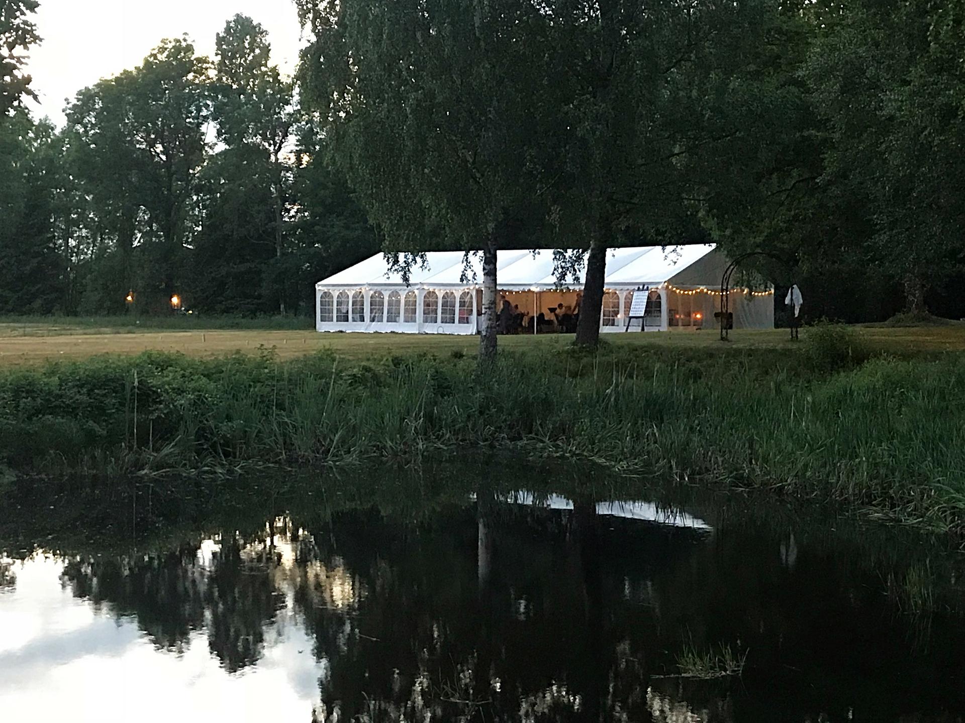 Teltet og dammen, Foto: Grønsand Gjestegård