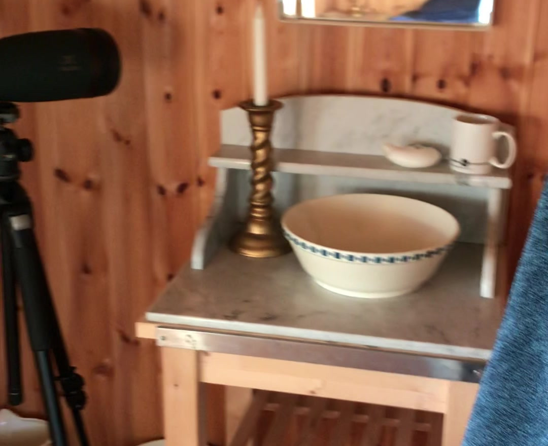 Interiør, video av hytta