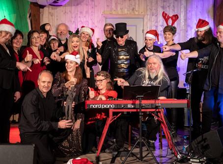 Caamora Norway sang julen inn på søndag