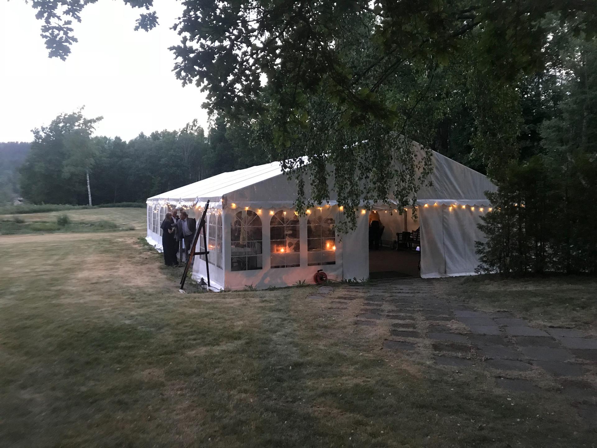 Kveldsstemning i teltet, Foto: Grønsand Gjestegård