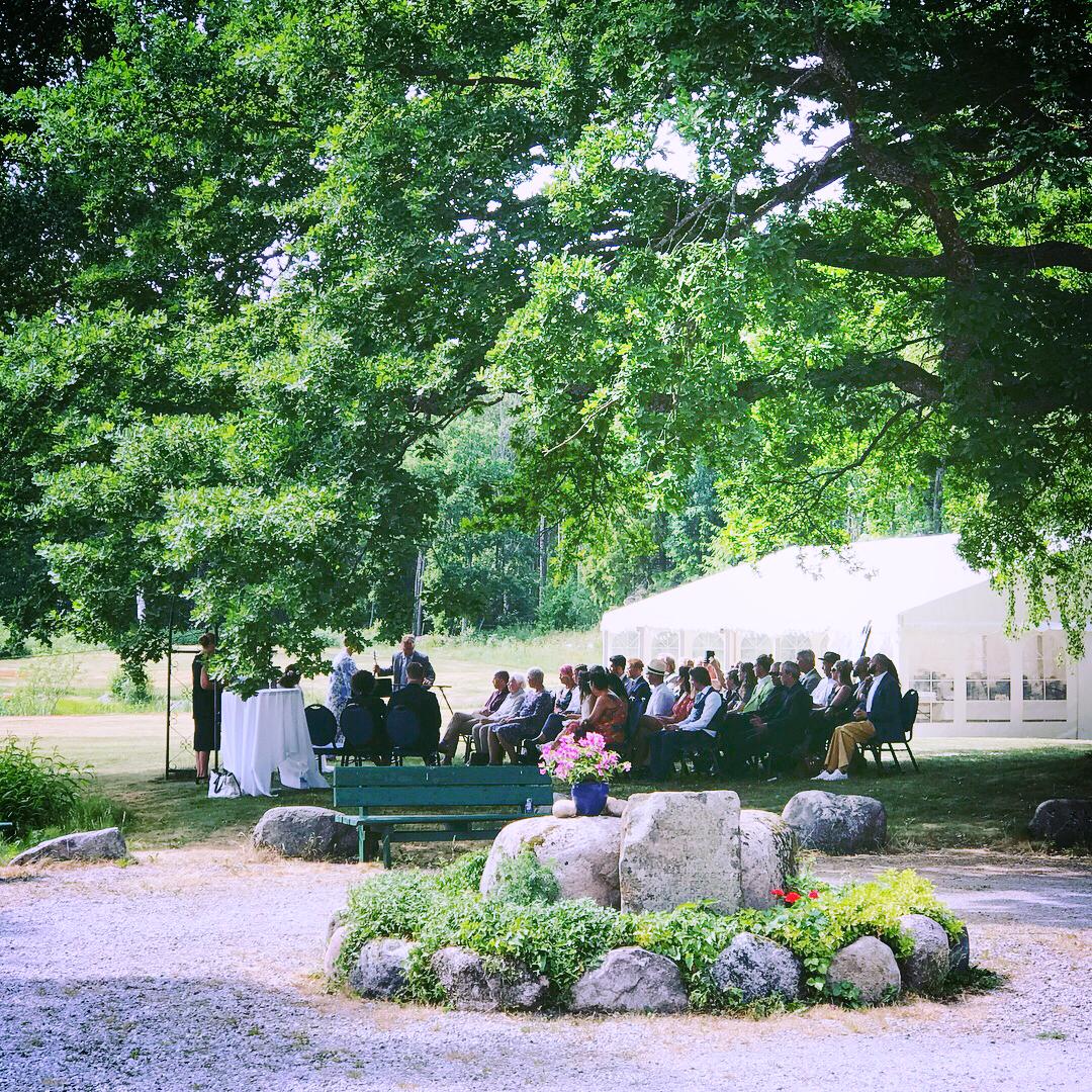 God plass og nydelige omgivelser til vielse i hagen, Foto: Grønsand Gjestegård