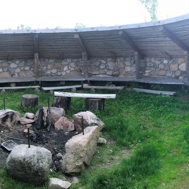 I gapahuken kan vi servere lunsj til 50 personer