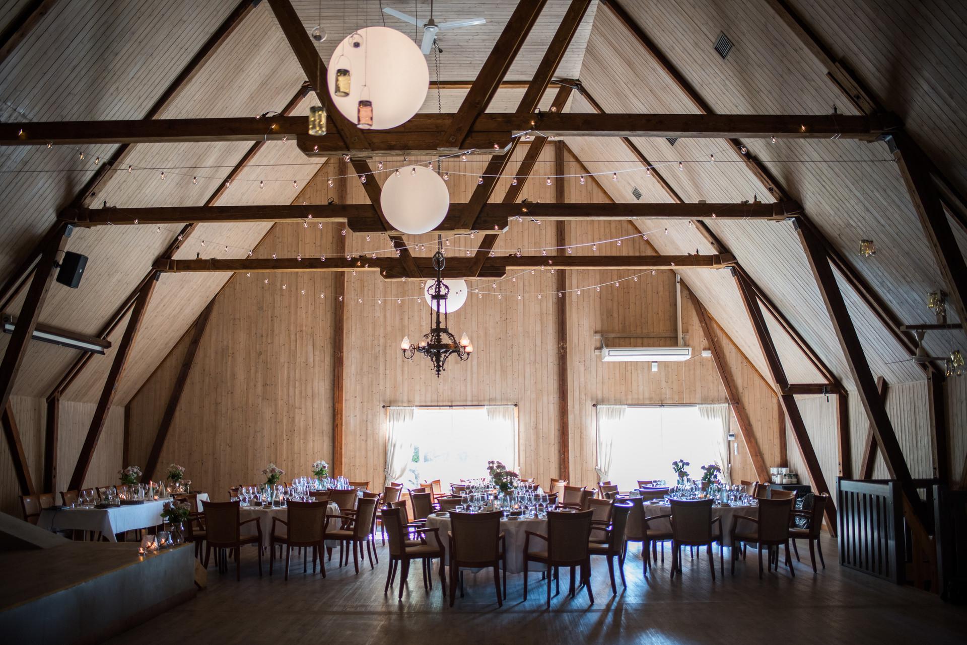 Høyt under taket i festsalen, foto: privat