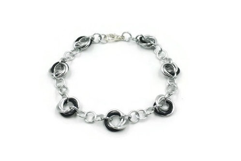 Linked Möbius Bracelet, Accents, 7.5 inches