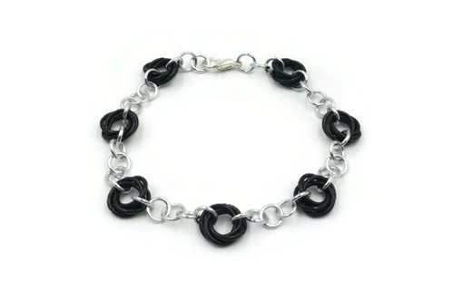 Linked Möbius Bracelet, Solid, 9 inches