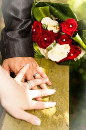 la bague , les mains , le bouquet