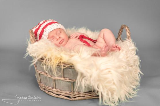 photo de bebe dans panier