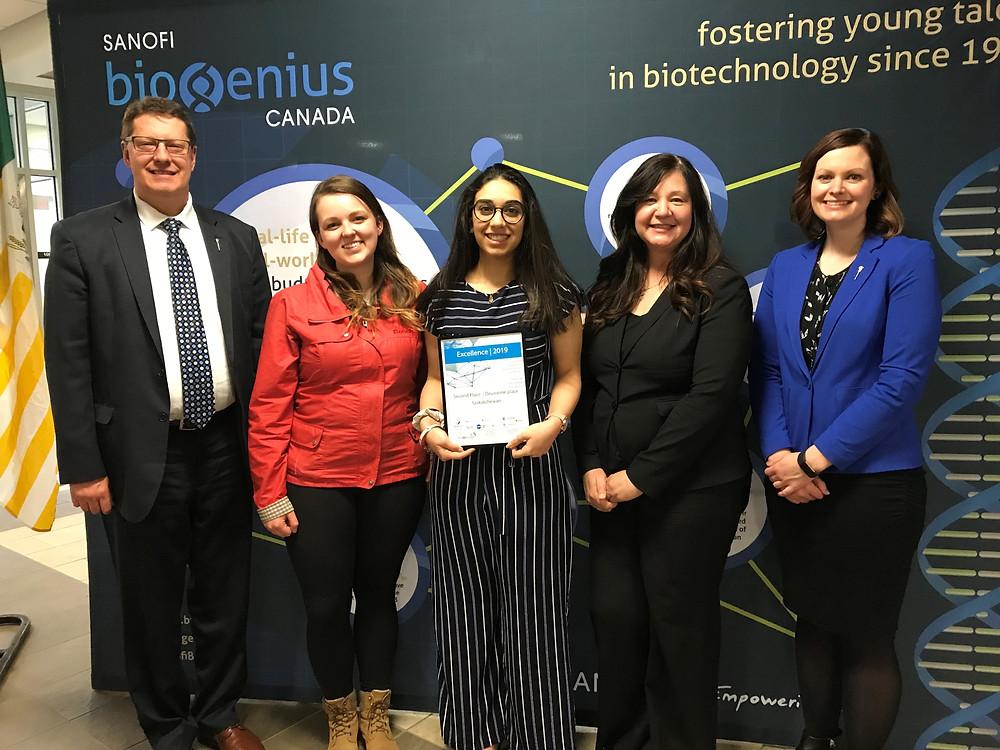 Aunum presented with second place award at 2019 Sanofi Biogenius competition.