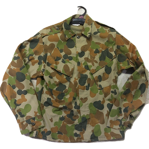 High-quality Tactical Wear Green Camouflage Jacket.