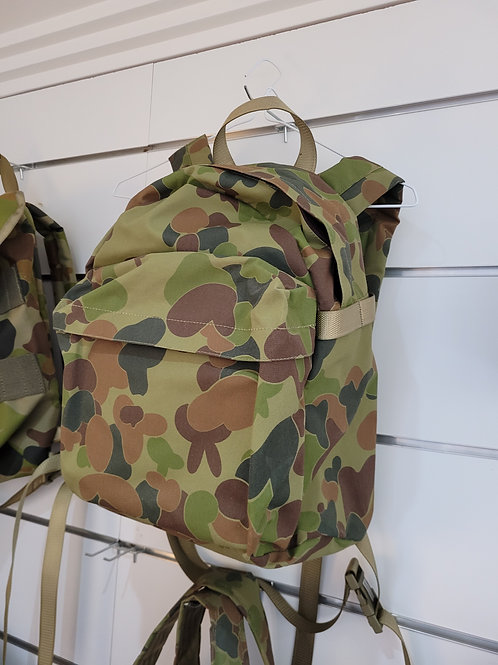 Aus Cam Small Back Pack with front pouch