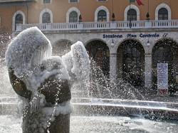 pisa-stazione fs...fontana gelata
