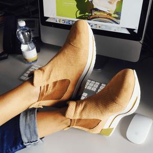 E sfatiamo un mito  non è mica vero che le scarpe comode per camminare  debbano necessariamente essere brutte o sportive! 231950e4637