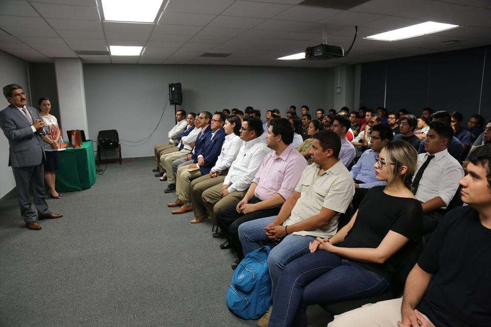 Alumnos y docentes de la Universidad Tecnológica de Torreón