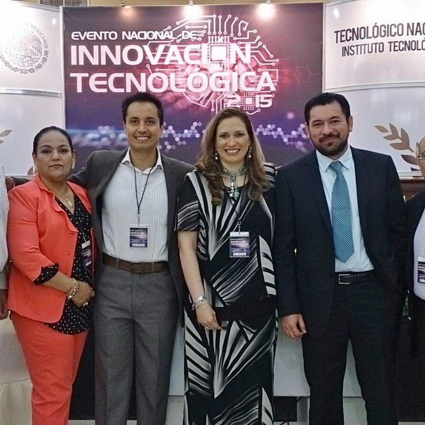 Con representante del Tecnológico Nacional de México, Director del IT Laguna y jurados.