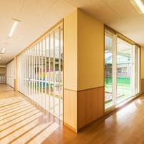 廊下(乳児保育室から幼児保育室へ)