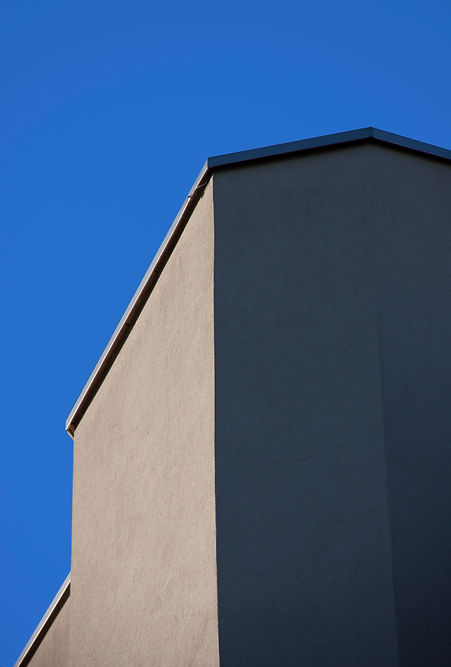 architecture picture blue sky grey wall by Marina Daguet Nathan Baraness Episode studio