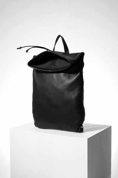 Lampi design sac à dos pour homme et femme cuir noir par Episode Studio pour Groom Studios